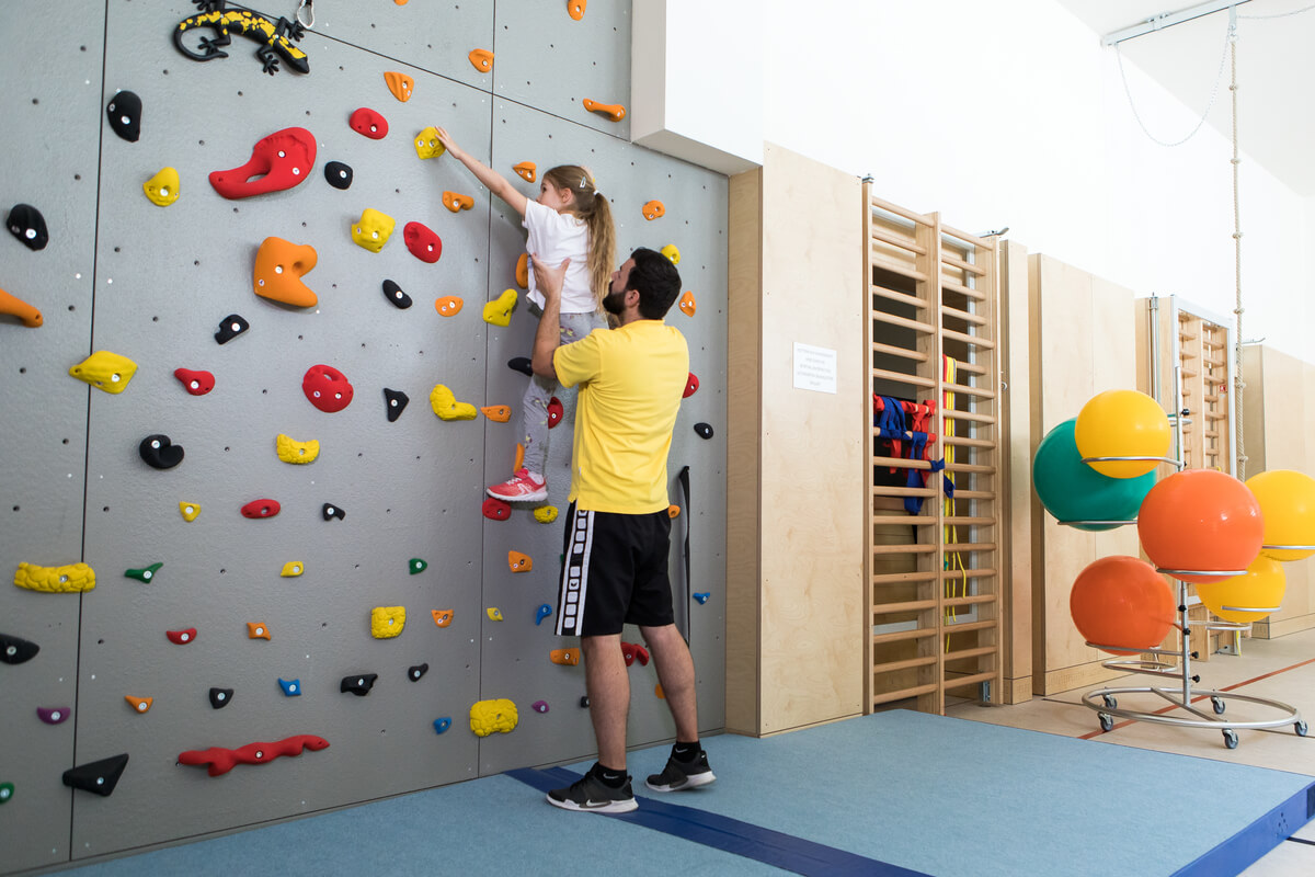 OptimaMed Wildbad Kinderreha Kletterwand